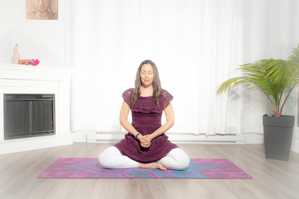 Est-ce que votre système immunitaire a besoin d'un petit coup de pouce ?Ushas Mudra permet de retrouver votre calme intérieur et stimule votre système immunitaire. En plus, elle aide à la production de l'endorphine, l'hormone du bonheur !