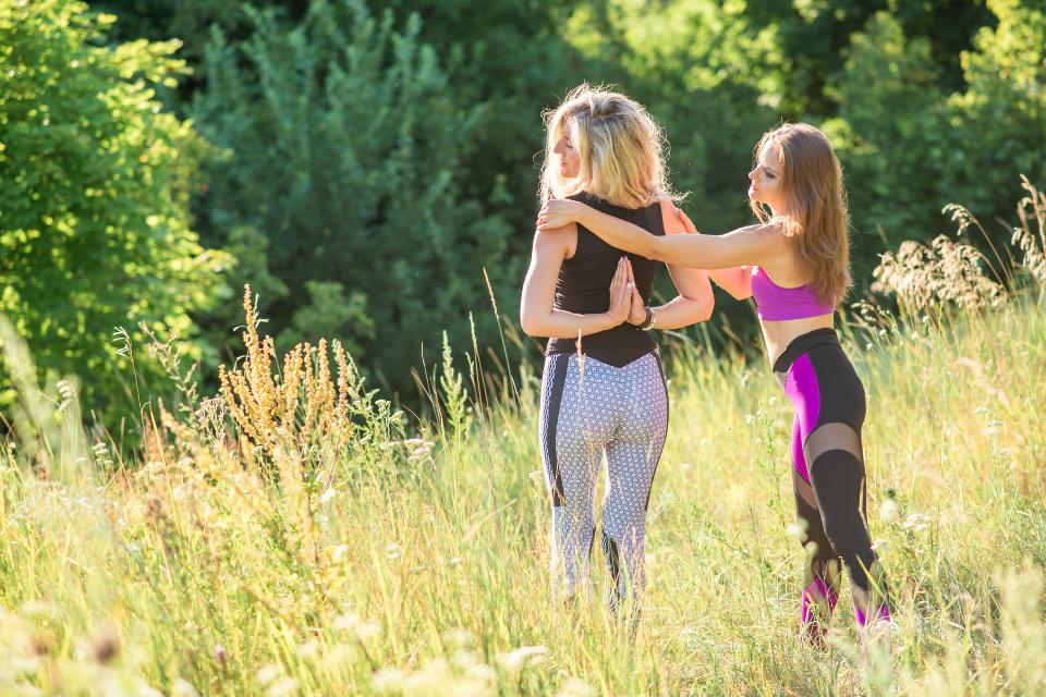 Afin d'avoir une pratique de yoga variée, équilibrée et sécuritaire, évitez les 5 erreurs suivantes dans votre pratique.