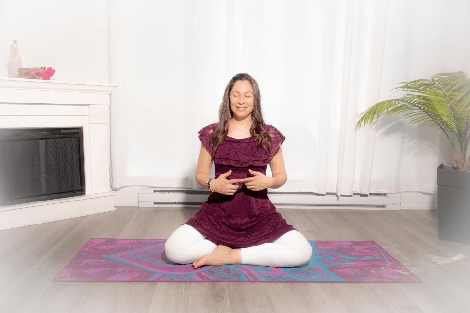 Tarjani Mudra apporte ouverture et clarté au corps et à l'esprit. Sa pratique fabuleuse ouvre le cœur complètement et active l'élément Air.