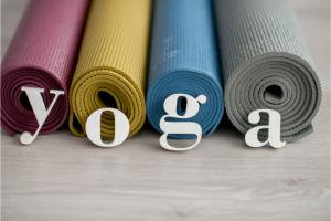 La pratique du yoga rejoint la créativité intérieure de différentes manières, dans différents thèmes.