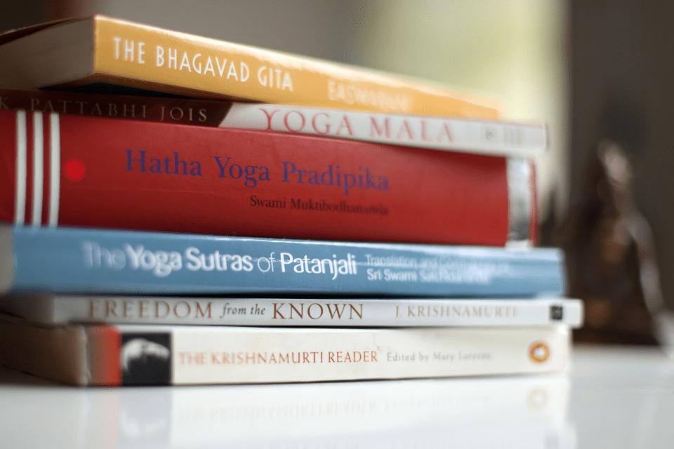 La philosophie du yoga est millénaire et les postures ne représentent qu'une infime partie de ce qu'est réellement et profondément le yoga.