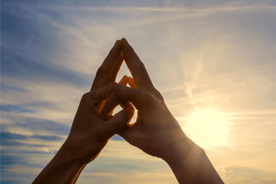 La Yogathérapie est l'art extraordinaire d'observer un être dans toutes ses dimensions et d'offrir une vision complète de ce qu'il est.